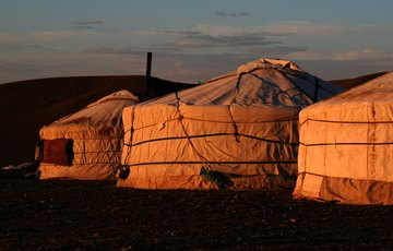 Camp de yourtes dans la steppe mongole